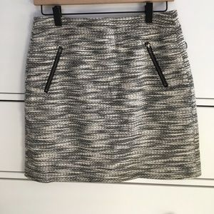 ✨black and white Loft skirt